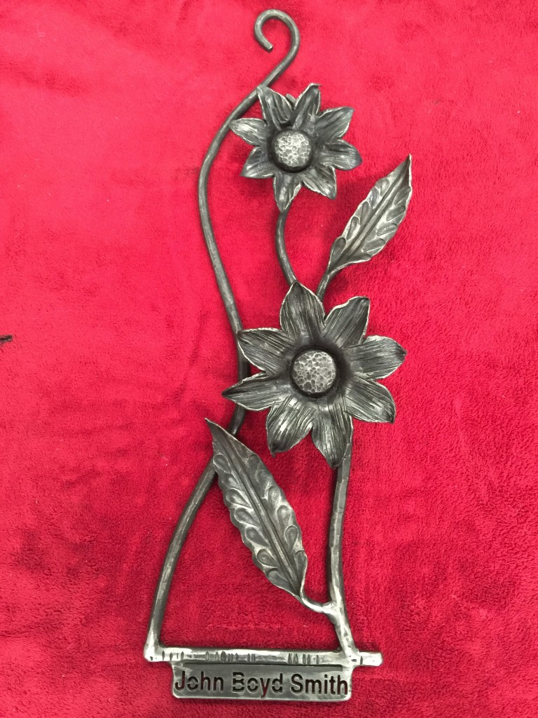 wrought-iron-daisy-floral-wall-hanging